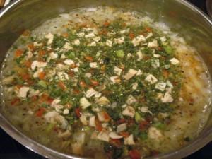 куриный суп с кореньями и зеленью