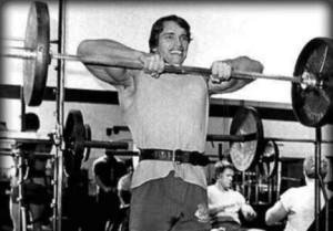 Арнольд - тяга штанги к подбородку