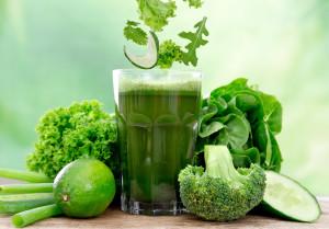 Зеленый сок с огурцом
