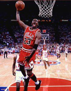 Майкл Джордан в прыжке