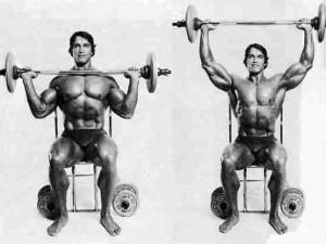 Арнольд Шварценеггер - жим штанги с груди сидя
