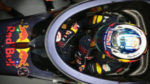 Red Bull с защитой кокпита 1