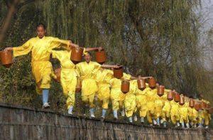 Тренировка шаолиньских монахов